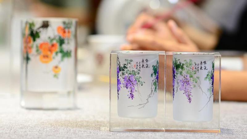 無形文化遺産「衡水內畫」、嗅ぎたばこ入れの中の世界 河北省