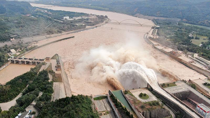 黄河のダム、増水で高水位続く 中国河南省