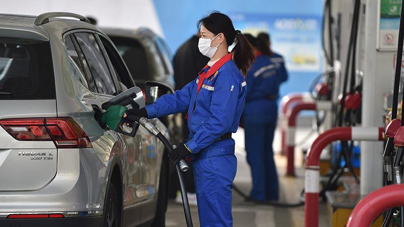 中国、ガソリンとディーゼル油の小売価格引き上げ